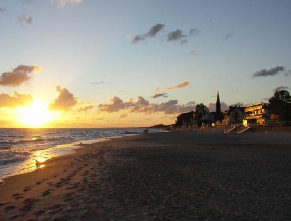 Plaża Sarbinowo, Wschód Słońca, Wakacje nad polskim morzem