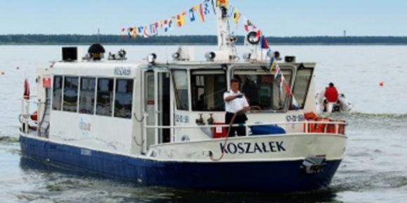 Turystyczny rejs statkiem, wczasy nad morzem, Sarbinowo