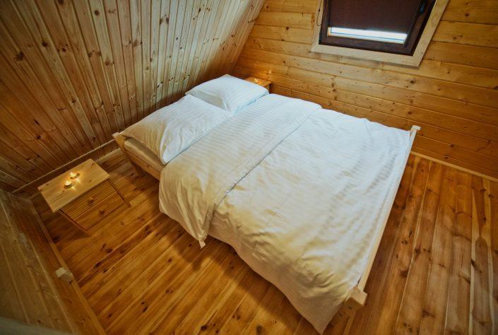 Łóżko małżeńskie, domki do wynajęcia nad morzem, Sarbinowo