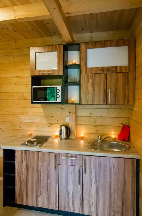 Nowoczesna kuchnia z drewna, wczasy nad morzem domki, Sarbinowo