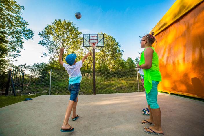 Boisko do gry w koszykówkę, wczasy nad morzem domki, Sarbinowo
